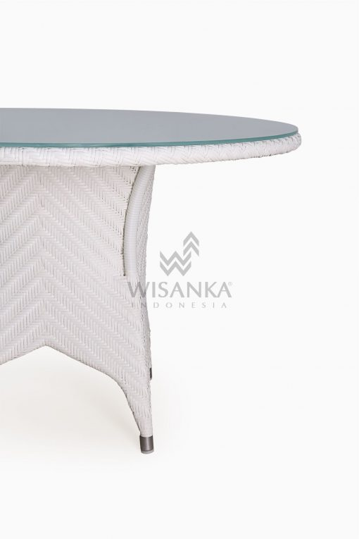 Frey Round outdoor wicker Dining Table Detail